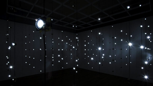 Fujui Wang, Sound Dots, 2010. Installation sonore. Vue d'installation au Casino Luxembourg, 2015. © Mike Zenari.